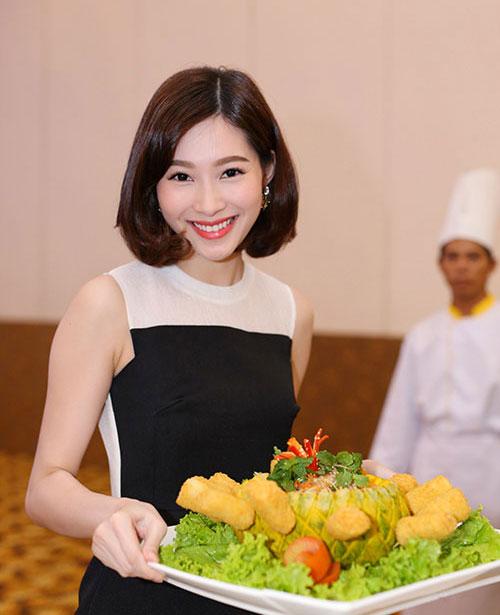 top 10 my nhan viet trang diem dep nhat thang 8 - 4