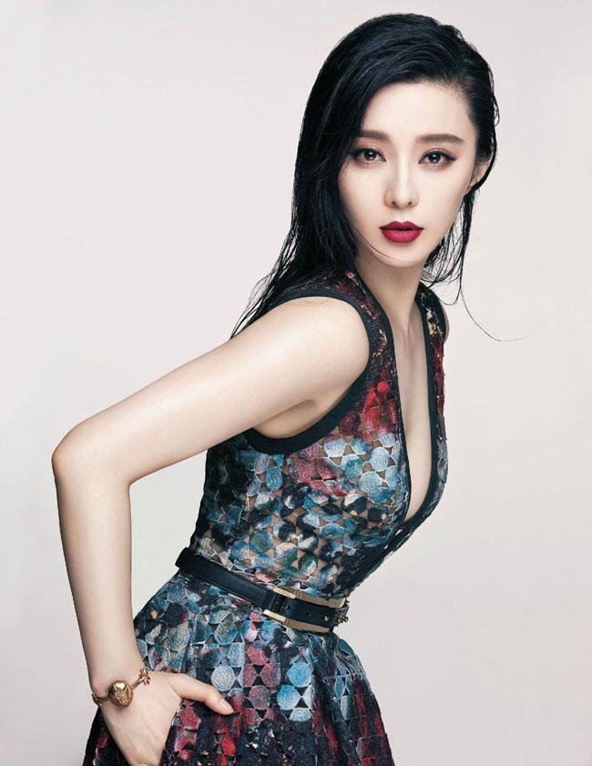 Phạm Băng Băng 'xưng nữ vương' trở thành gương mặt trang bìa của Vogue ấn bản Đài Loan, Trung Quốc. Không thể phủ nhận, ngôi vị số 1 tại Cbiz Hoa ngữ chỉ có thể là của mỹ nhân 8X này.
