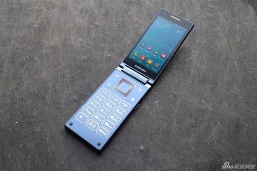Ảnh điện thoại nắp gập chạy Android mạnh nhất thế giới của Samsung-3