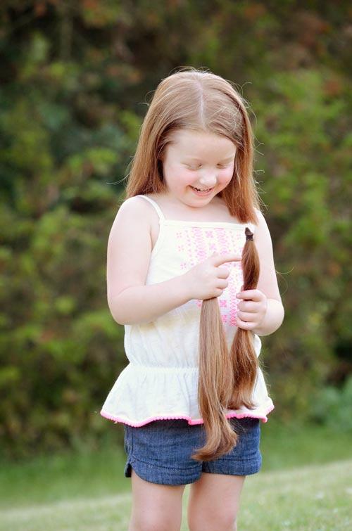 Bé 5 tuổi cắt tóc tặng bạn nhỏ bị ung thư-2