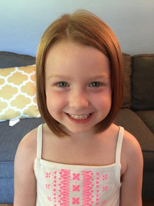 Bé 5 tuổi cắt tóc tặng bạn nhỏ bị ung thư-6