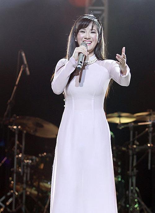 Mấy ai U50 mặc áo dài quyến rũ được như diva Hồng Nhung-3