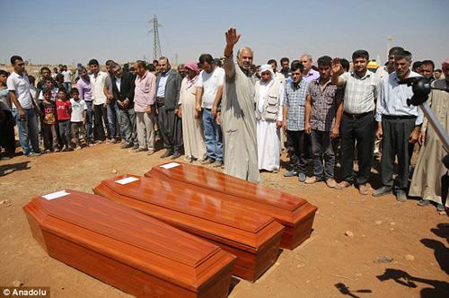 Xót xa giây phút tiễn đưa bé trai Syria chết đuối trên biển-4