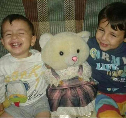 Xót xa giây phút tiễn đưa bé trai Syria chết đuối trên biển-9