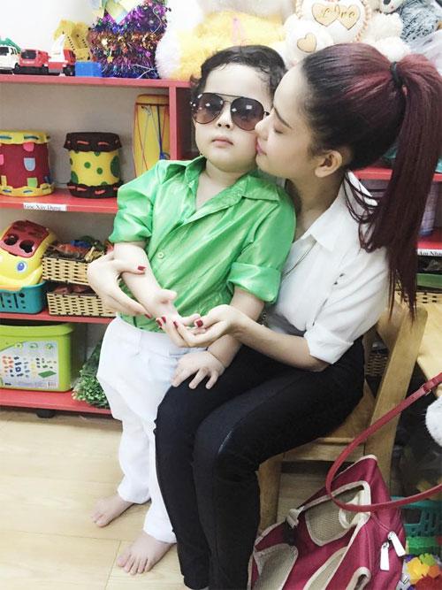 Chồng Đoan Trang chăm sóc con gái chu đáo-6