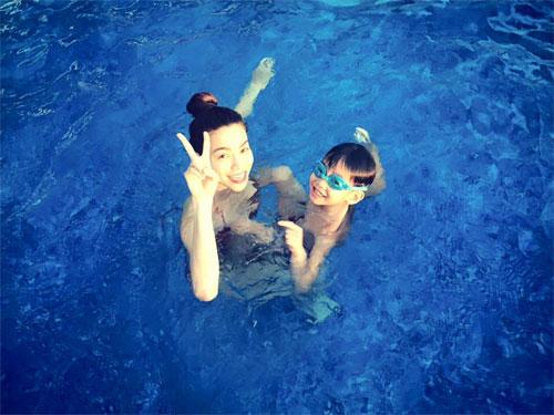 Hà Hồ đi bơi cùng con trai trong ngày nghỉ cuối tuần-2