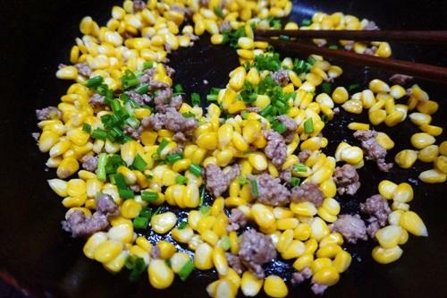 Bắp xào thịt bò đơn giản mà ngon-6
