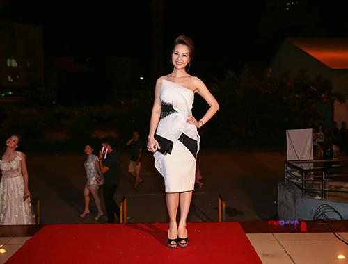 Dàn sao đua sắc trên thảm đỏ VTV Awards 2015 - 12