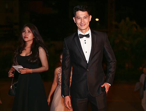 Dàn sao đua sắc trên thảm đỏ VTV Awards 2015 - 15