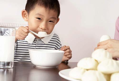 src=http://anh.eva.vn/upload/3 2015/images/2015 09 07/1441592177 1.jpg Mẹo tăng cân nhanh không cần ép ăn