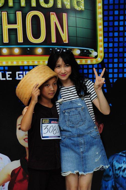 Hòa Minzy xuất hiện mới mẻ với mái tóc dài - 6