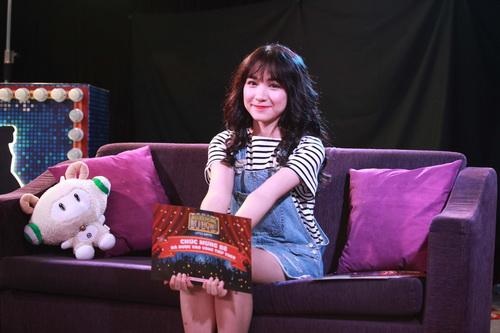 Hòa Minzy xuất hiện mới mẻ với mái tóc dài - 4