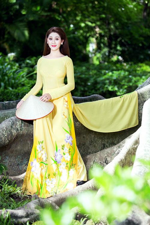 Lâm Chi Khanh mặc áo dài tha thướt như thiếu nữ - 1
