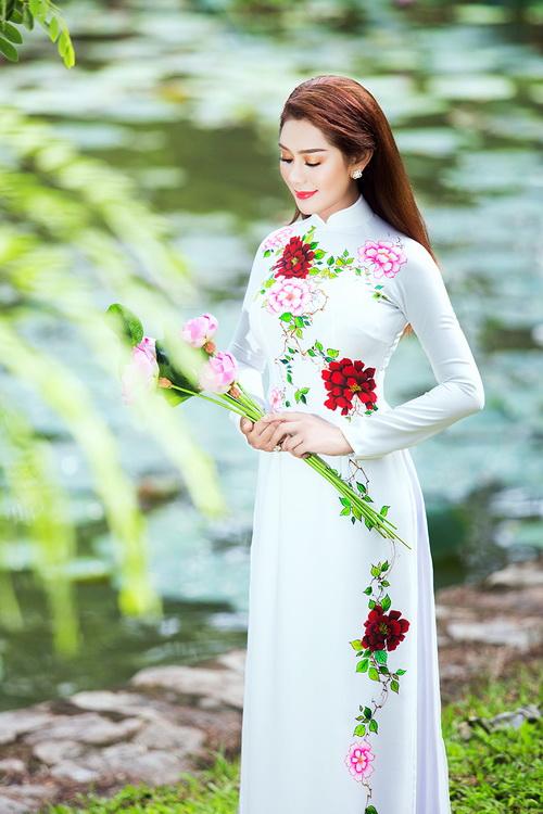 Lâm Chi Khanh mặc áo dài tha thướt như thiếu nữ - 4