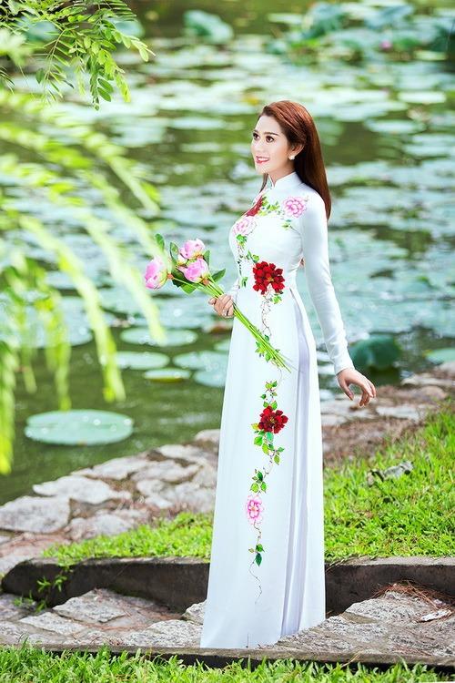 Lâm Chi Khanh mặc áo dài tha thướt như thiếu nữ - 5