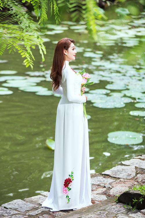 Lâm Chi Khanh mặc áo dài tha thướt như thiếu nữ - 7