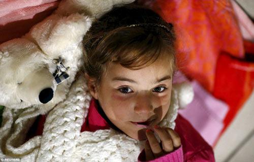 Nước Đức hò reo chào đón hàng nghìn người tị nạn Syria-16