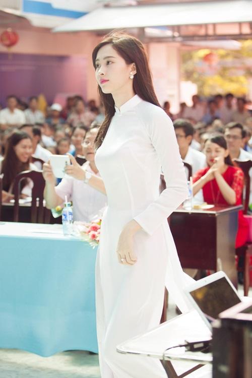 Đặng Thu Thảo đẹp khó cưỡng trong tà áo dài trắng - 9