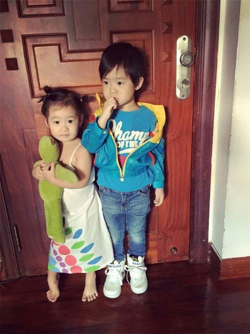 Thu Minh hạnh phúc nhìn chồng cưng nựng con trai - 6