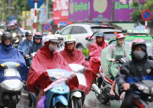 Hà Nội: Mưa lớn sáng sớm, nhiều tuyến phố ùn tắc kéo dài-6