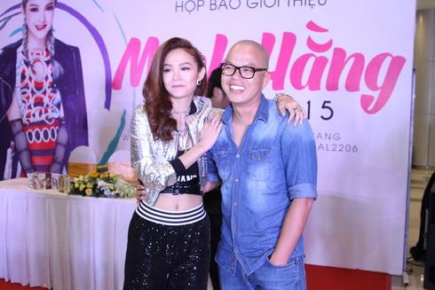 minh hang lan dau khoe me va em trai tai su kien - 13
