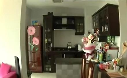 """tai san """"khung"""" cua sieu mau co doi chan dai 1m12 - 2"""