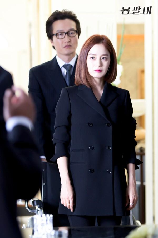 kim tae hee: tu cong chua ngu say thanh quy co lanh lung - 5