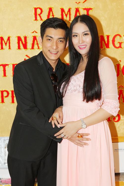 "vo chong phi thanh van hanh phuc sau nghi an ""bau gia"" - 5"