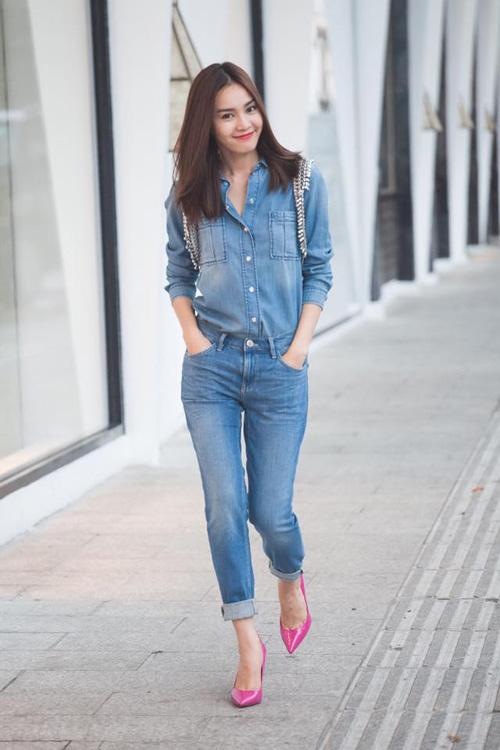 tuan qua: nguoi dep ron rang khoe chan nuot voi jeans - 6