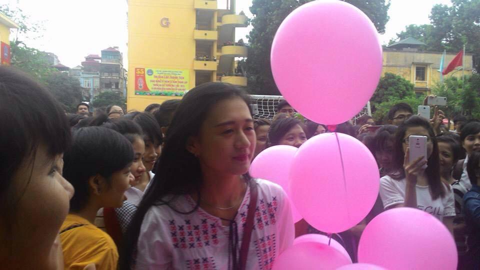 """xon xao man to tinh voi """"hot girl"""" truong dh thuong mai - 4"""