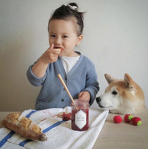 """tan chay"" voi tinh ban cua co be phap 2 tuoi va cho cung - 3"