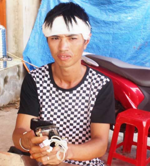 thai phu tu vong khi dung iphone dang sac pin - 1