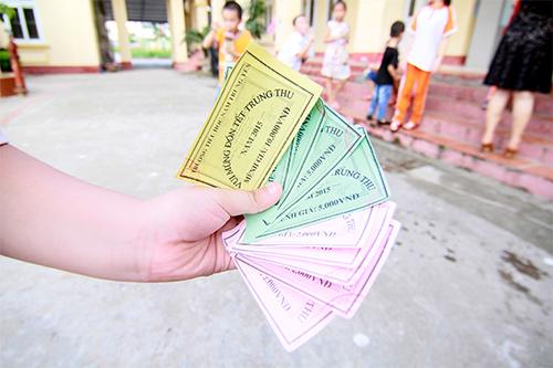 hoc sinh tieu hoc thich thu mua hang bang tem phieu - 6