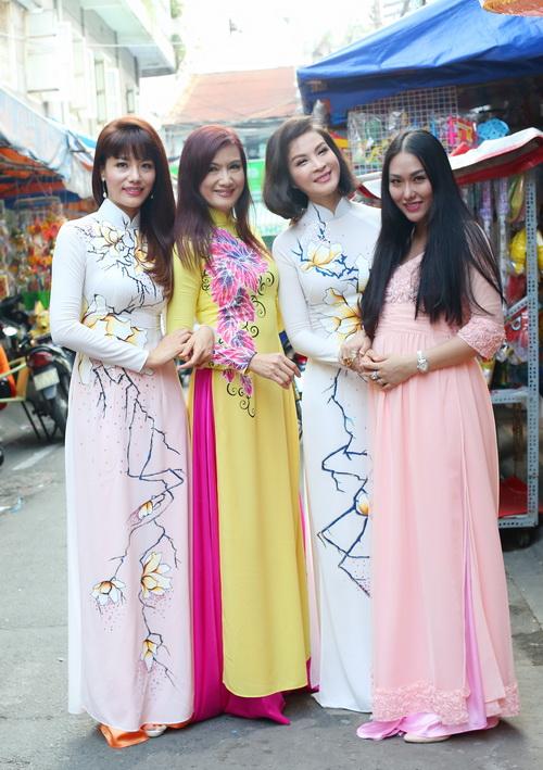 ba bau phi thanh van dao pho long den cung chong - 9
