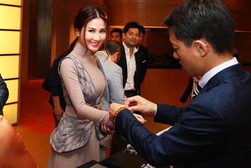 """tuan qua: angela phuong trinh lien tuc """"dau sac"""" diem my 9x - 3"""