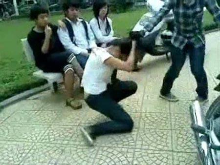Bạo lực học đường: Nhà trường không hay, phụ huynh né tránh-1