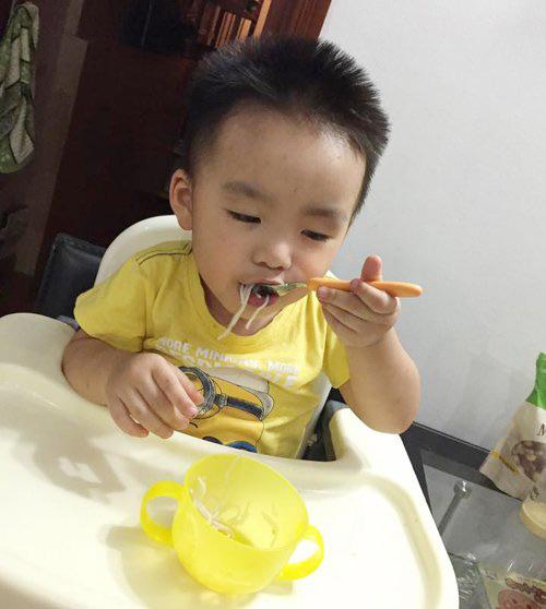 """me tiep vien hang khong """"ren"""" con 6 thang an dam kieu nhat - 3"""