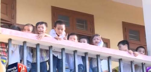 khong chap nhan 'lam thu', hoc sinh bi don lop, duoi hoc - 1