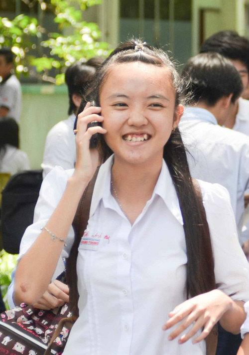 phu huynh chieu con het co sau buoi thi dau tien - 13