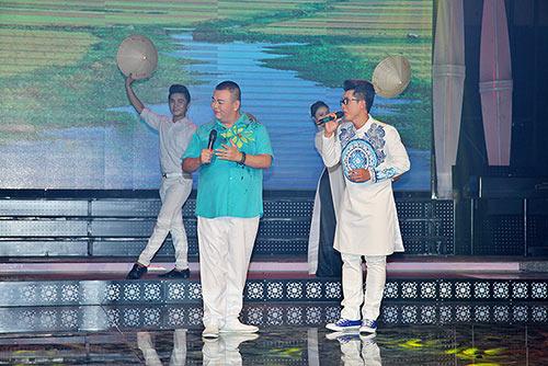 mac scandal, lam chi khanh van duyen dang ao dai di hat - 5