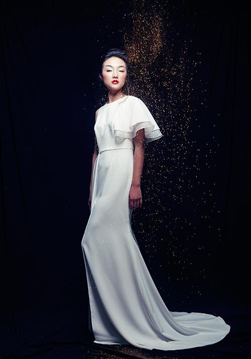 Em gái Trang Khiếu làm người mẫu không thua kém chị-9