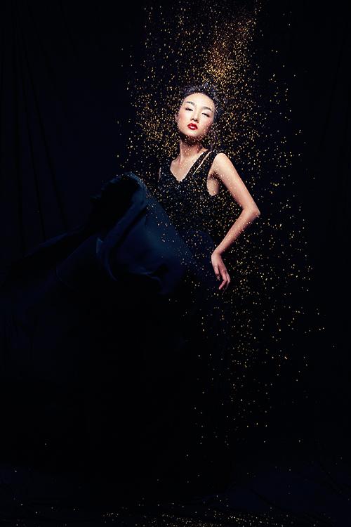 Em gái Trang Khiếu làm người mẫu không thua kém chị-7