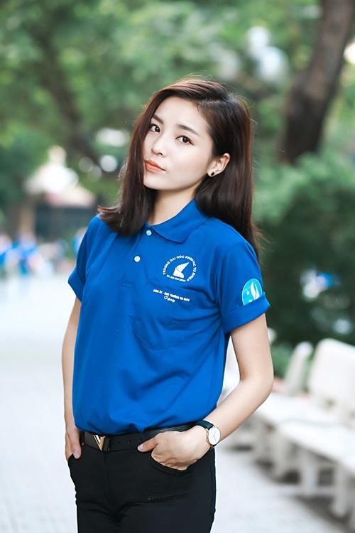 HH Kỳ Duyên giản dị vẫn đẹp rạng rỡ trong màu áo xanh tình nguyện-1
