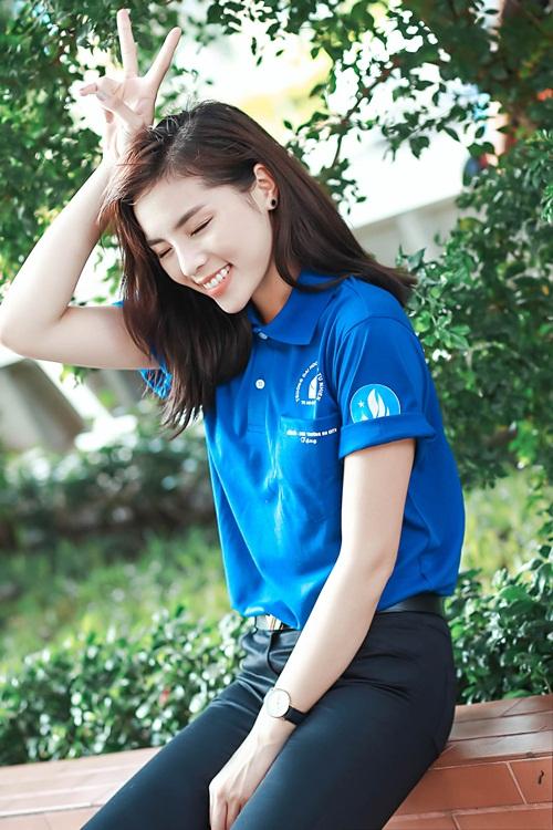 HH Kỳ Duyên giản dị vẫn đẹp rạng rỡ trong màu áo xanh tình nguyện-2