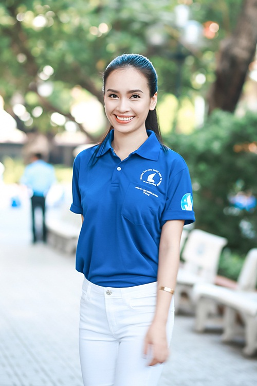 HH Kỳ Duyên giản dị vẫn đẹp rạng rỡ trong màu áo xanh tình nguyện-3