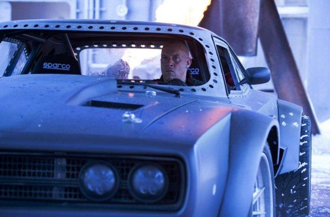 """Hé lộ dàn """"siêu xe băng"""" cáu cạnh của Fast & Furious 8-1"""