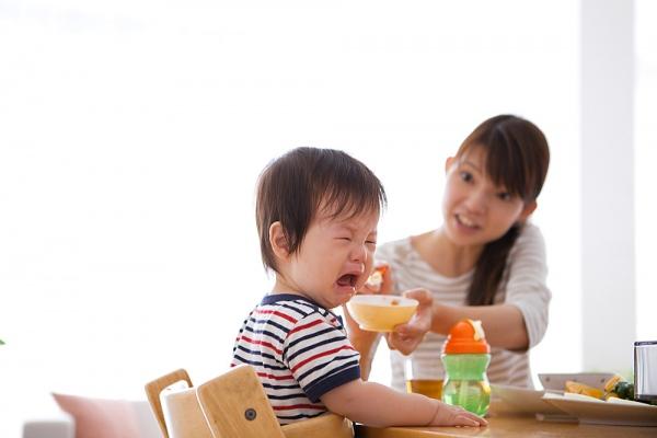 """BS Việt ở Anh: """"Con càng ngậm cơm, mẹ càng quát mắng là sai lầm""""-5"""