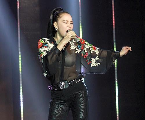"""Váy áo đắt tiền nhưng vẫn """"phản chủ"""" của Thu Minh-4"""