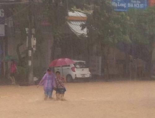 Hạ Long, Cẩm Phả chìm trong biển nước, 2 người thương vong-4