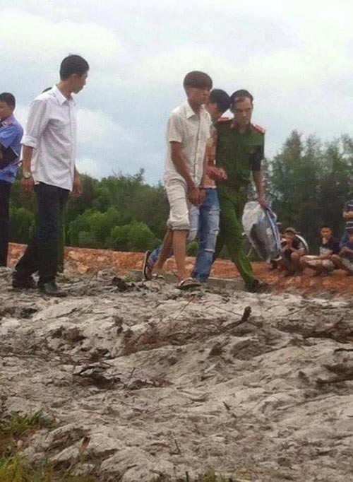 Ngấm rượu, thiếu nữ 14 tuổi bị 3 trai làng hãm hiếp-2